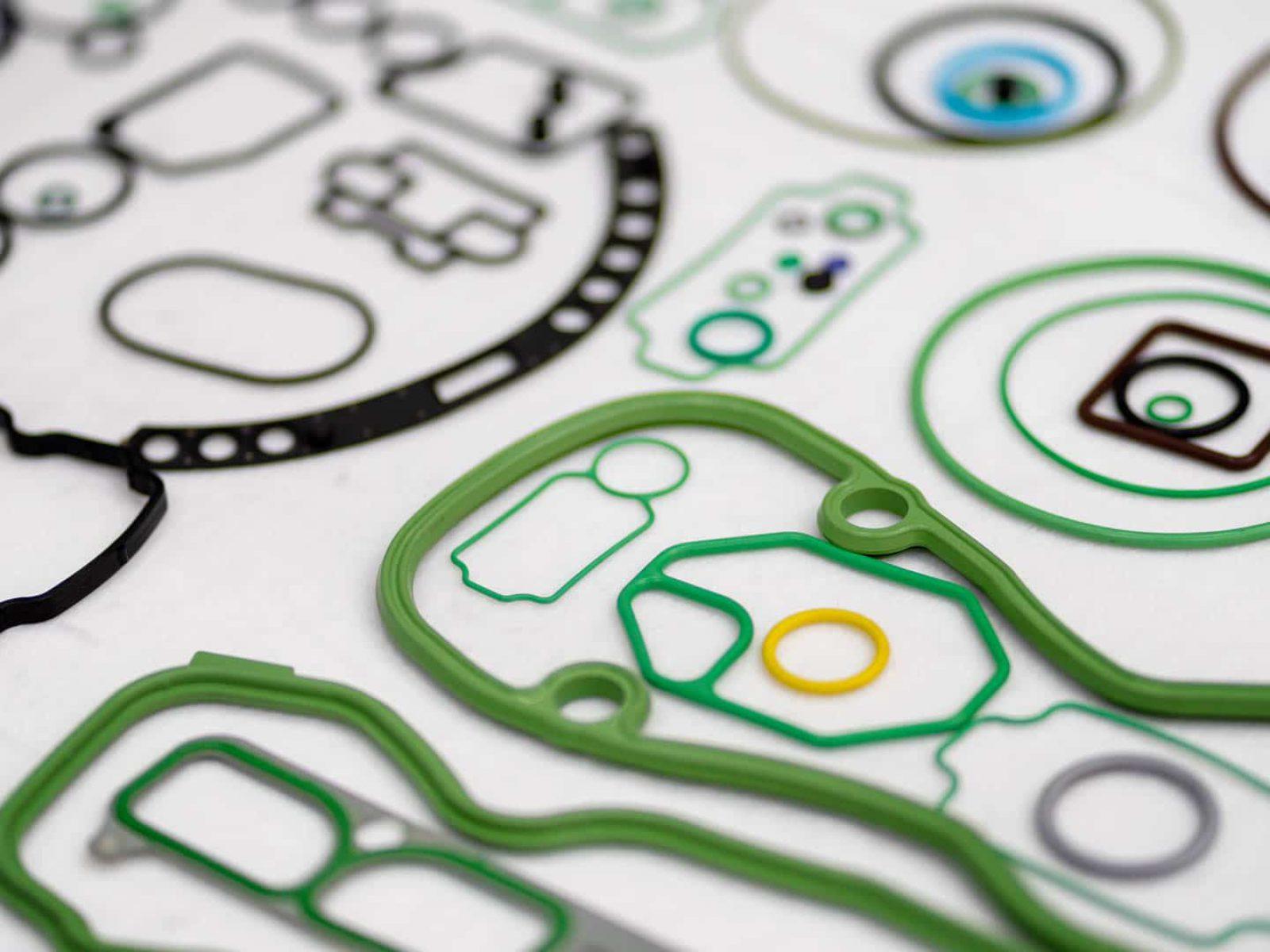 Kunststoff- und Gummiteile der Automobilfertigung